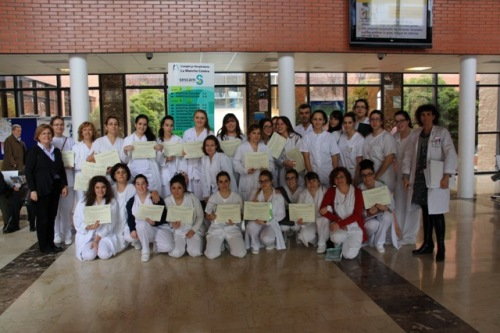 Foto familia clausura prácticas aux enfermería dic 12