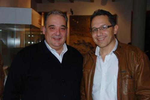 El autor del libro, Antonio maldonado, con el concejal de cultura de Alcázar de San Juan, Benedicto Úbeda