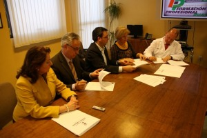 Momento de la firma del convenio FP Dual