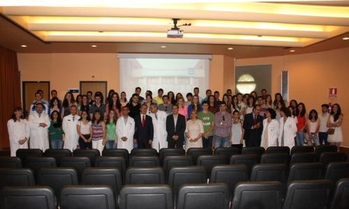 Foto de familia del consejero Educación con alumnos Mancha Centro