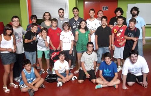 """Miembros de """"Evasión Cine"""", en el centro, junto a los participantes de """"Móntate tu verano"""" (FOTO: Miriam Lozano)"""