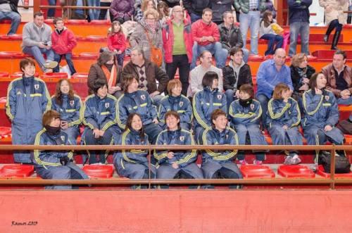 Las jugadoras japonesas presenciando el partido Soliss Alcázar-Basket-Alza basket Azuqueca (Foto Víctor M. Ramos)