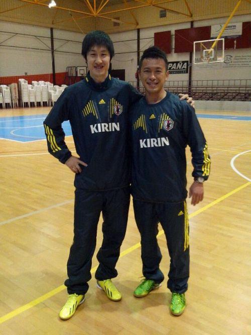 Seleccionador de Japón Masaaki Arihara (izquierda) y segundo entrenador Arihiro Fukuzumi (derecha)