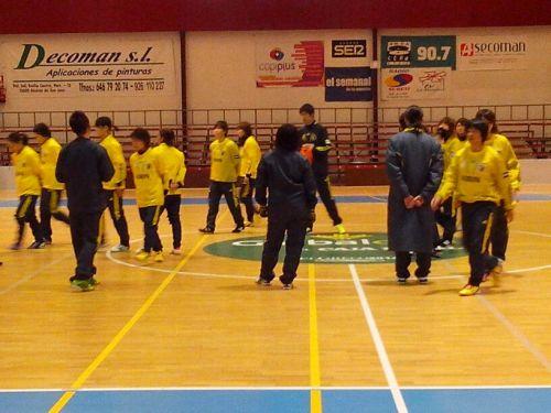 La selección japonesa de fútbol sala entrenanado en el pabellón Antonio Díaz-Miguel