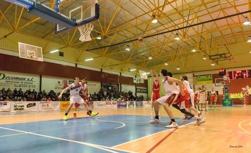 Un momento del partido. Foto de Víctor Ramos