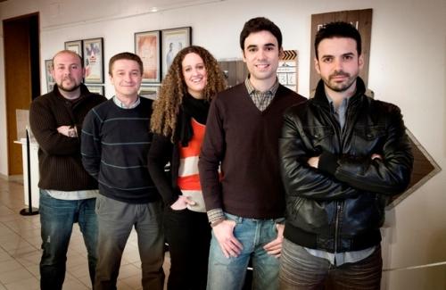 Los cinco miembros de Evasión Cine en el museo municipal de Alcázar donde se expone su obra (Foto: MIGUEL CALATAYUD)