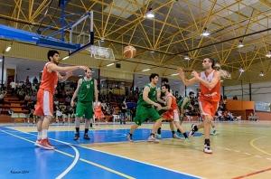 Una acción del partido. Magnífica foto de Víctor M. Ramos