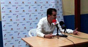 El entrenador, Rafael Sanz, en rueda de prensa posterior al partido