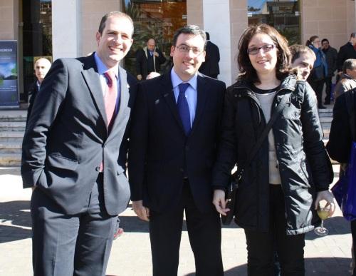 En la imagen, el gerente de GBingener, Gonzalo García-Baquero (izquierda), junto al alcalde de Alcázar de San Juan, Diego Ortega.