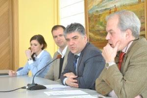 De izquierda a derecha, la técnica de GBingener, Gema Novillo; el gerente de GBingener, Gonzalo García-Baquero; el alcalde de Tomelloso, Carlos Cotillas; y el concejal de Medio Ambiente, Isidoro Torres.