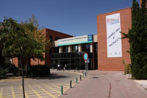 Fachada acceso principal Hospital Mancha Centro