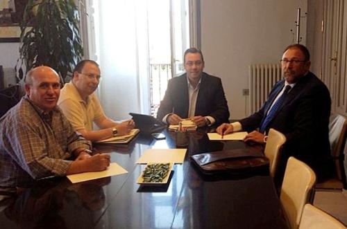 Reunión gerente con el alcalde de Alcázar XX Aniversario Hospital