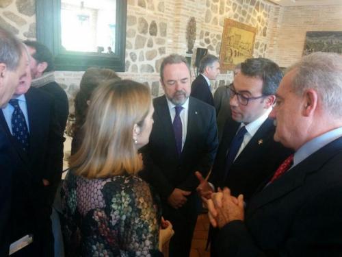 Diego Ortega (alcalde de Alcázar de San Juan) con la ministra de fomento