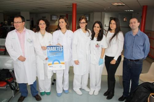 oto de familia profesionales y Asociación diabéticos en el Día Diabetes
