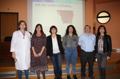 Rehabilitadora junto con miembros Asociación ADACE