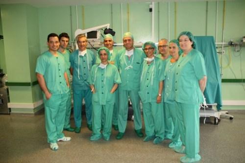 Los cirujanos de otras comunidades posan con los especialistas del Mancha Centro
