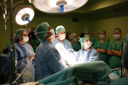 Los residentes en la cirugía en directo