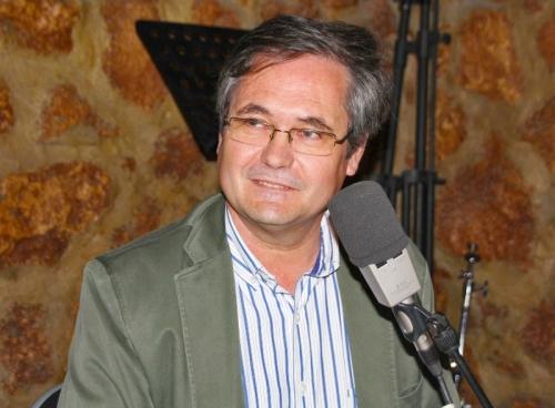 El escritor Luis Miguel Román en los Estudios Tiramillas de Alcázar de San Juan (FOTO: Jesús Villajos)