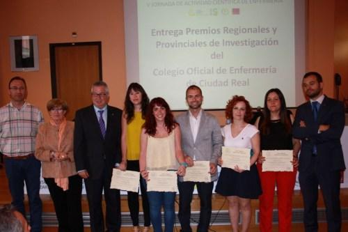 Foto de familia todos los premiados Colegio Enfermería y Caja Rural