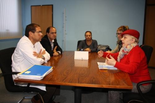 Reunión del gerente con presidenta Amas de Casa