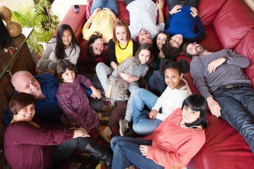 Veleta Roja ha reunido a solistas y agrupaciones de gran trayectoria internacional provenientes de diferentes ámbitos musicales, así como a grupos de niños y jóvenes que empiezan a dar sus primeros pasos. (1)