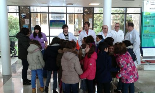 recibimiento alumnos Picasso visita hospital Mancha Centro