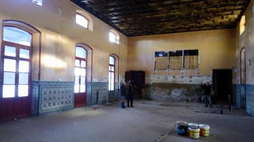 ANTIGUA FONDA DE LA ESTACION FERROCARRIL ALCAZAR EXPOSICION AUREO GOMEZ AUSENCIAS Y PRESENCIAS (1)